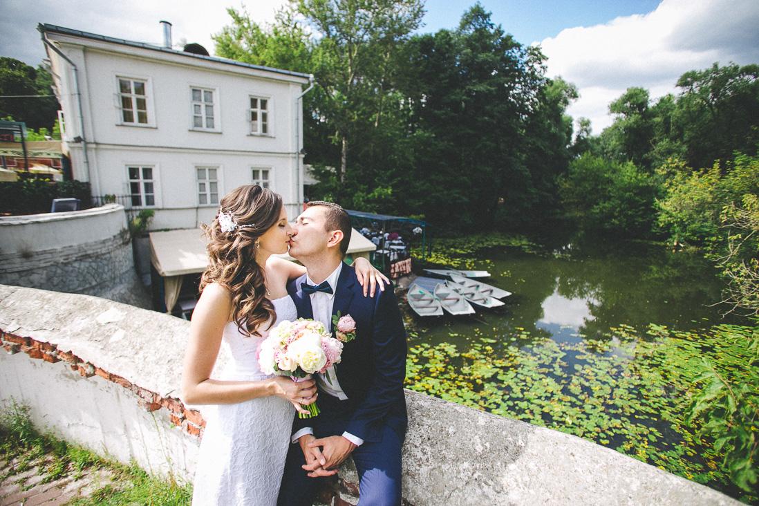 Свадебная церемония и прогулка в Кузьминском парке